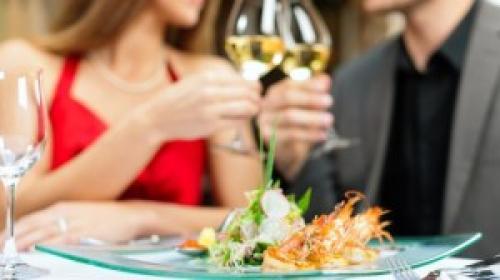 Романтик с лепестками роз для парня. 4 сценария романтического вечера для любимого