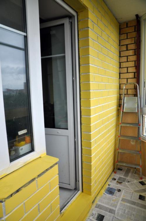 Мы красим кирпичную стену на балконе. всё об интерьере для д.