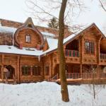 Русская сказка. Вот один из удачных примеров деревянного дома ручной рубки в старорусском стиле.