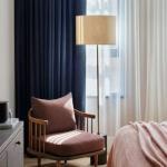 В сегодняшней статье мы как раз поговорим о том, как выбрать шторы в спальню и не прогадать.
