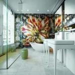 Восхитительный декор мозаикой ванной комнаты.