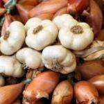 Хранение чеснока и лука: народные способы.