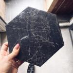 Это - шестигранная итальянская плитка Ragno из коллекции керамогранита под мрамор Bistrot.