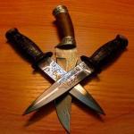 Что может быть наиболее нужным и универсальным предметом обихода, как не ножи.