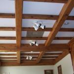 Деревянные потолки: достоинства и актуальные варианты оформления.