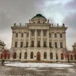 Всегда думала, что в большой красивый особняк прямо напротив кремля - в дом Пашкова - вход закрыт?