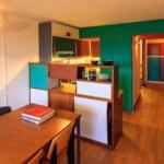 Архитектор и промышленный дизайнер Филипп мор восстановил интерьер ячейки в берлинской жилой единице по оригинальному плану Ле корбюзье.