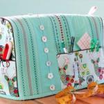 Чехол для швейной машинки предназначен для того чтобы она лишний раз не пылилась и не загрязнялась.