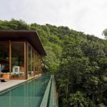 Резиденция в тропическом лесу Бразилии.
