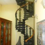 Железная винтовая лестница в здании ботанической аудитории (кафедры ботаники) во дворе здания двенадцати коллегий.