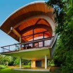 """Этот оригинальный дом был спроектирован и создан компанией """"Totems Architecture""""."""