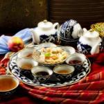 Чаепитие.  Традиционно любая трапеза в узбекской семье начинается и заканчивается чаепитием.