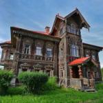 Потрясающей красоты древнерусский дом в покинутой деревне.