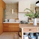 Декорирование интерьера квартиры диким камнем - изысканный стиль любой комнаты.