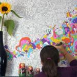 Ваш ребенок настолько творчески активен, что приходится чуть ли не каждый месяц менять обои в детской комнате?