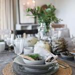 Хотя у шведов есть свои любимые цвета - серый и белый, интерьер конкретного загородного коттеджа в Швеции полон теплых натуральных оттенков.