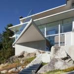 Трехэтажный особняк в Ванкувере от Dgbk Architects.