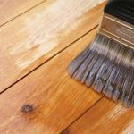Чем покрыть вагонку снаружи и внутри дома - способы, лаки и краски для покраски древесины.