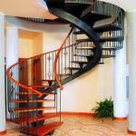 Расположение лестницы в доме.