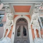 12 самых красивых старинных дверей в Петербурге.