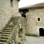 Внутрений дворик монастыря и храм святого знамения - сурб - Ншан.